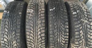 Excellente condition - Pneus hiver 245/70R17 avec roues