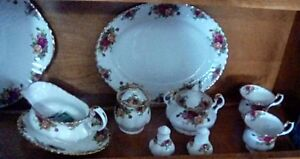 FOR SALE: ROYAL ALBERT COUNTRY ROSE DISHES