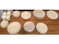 HOUSE CLEARANCE - ASSORTMENT OF PLATES / BOWLS / TEA CUPS