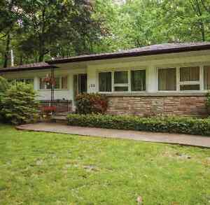 $3200 / 4br - Upgraded bungalow in Prime Mineola Location