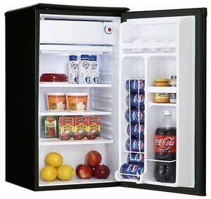 Réfrigérateur noir danby 100$