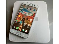 HTC 10 white and silver 32 gig factory unlocked in box excellent condition