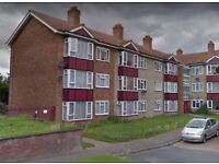 SPACIOUS 1 BED FLAT WITH SEPERATE LARGE LOUNGE, KITCHEN & BATHROOM, PARTIALLY FURNISHED - £465PCM