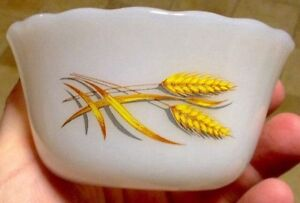 VINTAGE 4 X FIRE KING OVEN WARE 6OZ WHEAT PATTERN. 1960