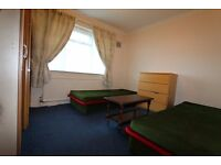 Beautiful twin room in a clean and quiet house in Wembley