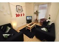 Short term let due to tenant arriving late 2-5 weeks. No Deposit for right person.