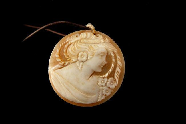 VINTAGE ART DECO LADY PORTRAIT CARVED SHELL CAMEO SILVER NECKLACE BR