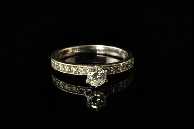 VINTAGE DIAMOND 14K WHITE GOLD PLATINUM ENGAGEMENT RING D85-02