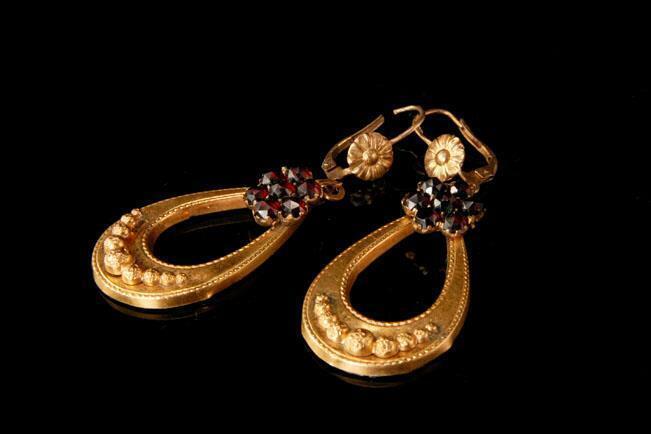 ANTIQUE VICTORIAN BOHEMIAN GARNET 9K GOLD DANGLE EARRINGS  BR