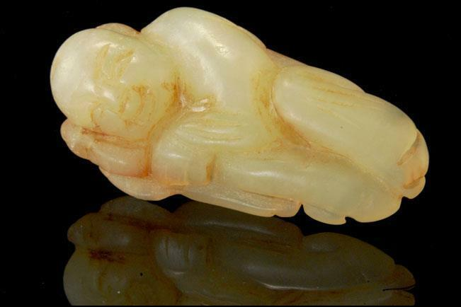 OLD CHINESE CARVED WHITE JADE HARDSTONE FIGURAL AMULET D121-16