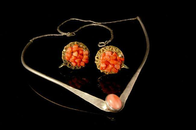 2 VINTAGE COLLECTION PINK CORAL STERLING SILVER  NECKLACE EARRINGS MR