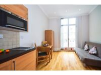 -CENTRAL SELF CONTAINED STUDIO IN CLEVELAND GARDENS, BAYSWATER, W2 ***ALL BILLS INCLUDED***