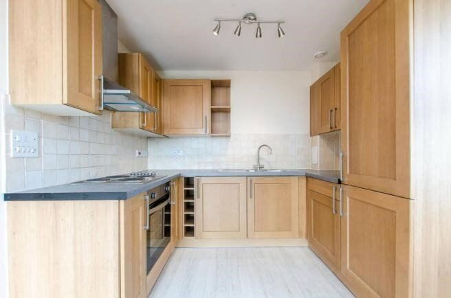 *Stunning 1 bedroom, 4th floor apartment in Bromley by Bow*