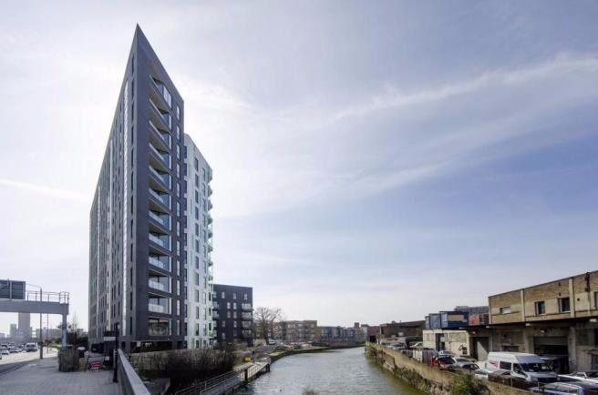 Luxury one double bedroom apartment - Tweed Walk- E14