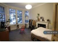 2 bedroom flat in Wolverdene, Cliftonville, Margate, CT9 (2 bed)