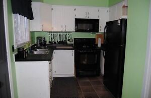 3 BEDROOM END UNIT TOWNHOUSE BACKING ONTO PRIVATE GREEN SPACE! London Ontario image 2