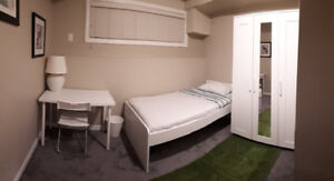 Room Dowton kelowna , close to restaurants, grocery stores ,