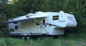 Keystone Sprinter 27 foot Fifth wheel trailer with bunks