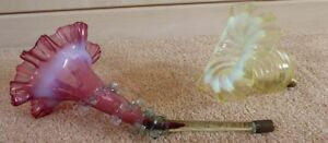 2 GLASS EPERGNE HORNS - 1 CRANBERRY, 1 GREEN(#00059539)