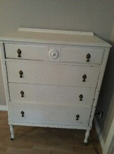 Beautiful original Antique Chest of Drawers