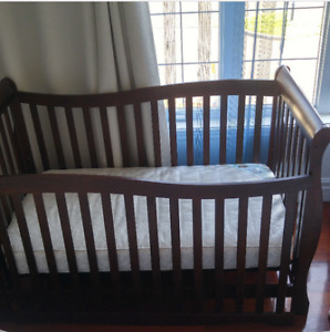 Baby wood crib 4 in 1 with mattress