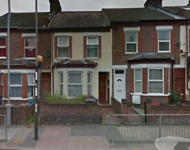 3 bedroom house to rent in luton dallow road LU1 1NF