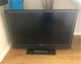 SONY BRAVIA 40 INCH WIDESCREEN LCD TV IN EXCELLENT CONDITION WITH REMOTE