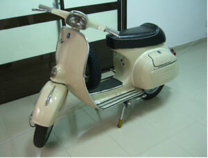 Collector Vespa 1965 Model - Mint Condition