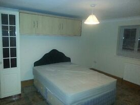 Beautiful double en suite rooms in a very large house in Wraysbury with all bills included !