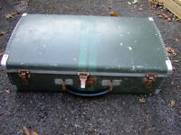WORLD WAR 2 VINTAGE DEMOB SUIT CASE.