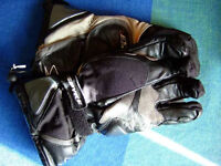 MOTORCYCLE GLOVES. SPYKE BLACK AND GREY LEATHER AND AIRDURA , SIZE EXTRA LARGE.