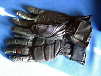 MOTORCYCLE LEATHER GLOVES. RHINO. BLACK.