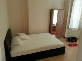 Beautiful rooms close Slough train station