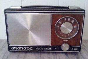 Vintage GRANADA Solid State TRANSISTOR RADIO AC DC Antique