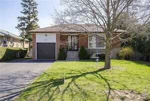 beatiful bunglow 3 bed for rent in north york neat Finch subway