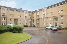 Modern 2 bedroom immaculate flat with en-suite and integrated kitchen. Secure entry and parking.