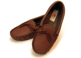 Drapers Michael slippers. Size 8.