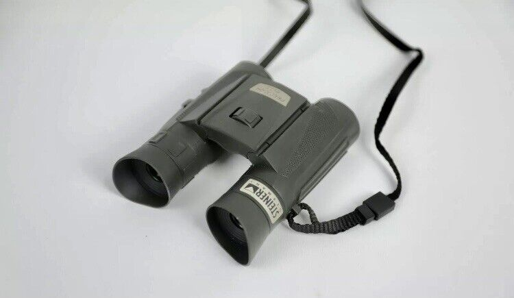 Steiner Predator Pro Binoculars 8X22 Mint Condition with Case Made In Germany