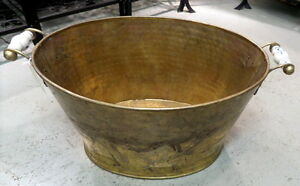 Antique Hammered Brass Tub - BLUE JAR Antique Mall Edmonton Edmonton Area image 1