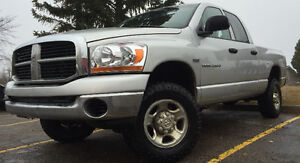 2006 DODGE RAM 2500 4x4 = 5.7 HEMI *MUST SELL*