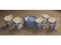 10 x Blue Willow pattern cups & saucers - ALL MATCHING EXCELLENT CONDITION NO CHIPS OR CRACKS
