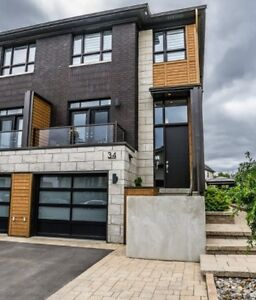 Townhouse luxueux -- presque neuf - Luxurious townhouse - almost