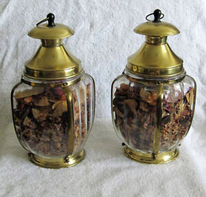 CARRIAGE LAMP MUSICAL COOKIE/CANDY CONTAINERS