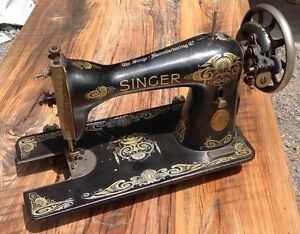 ORNATE Antique Singer Sewing Machine!