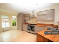 4 bedroom house in Chester Road, Gresford, LL12 (4 bed)