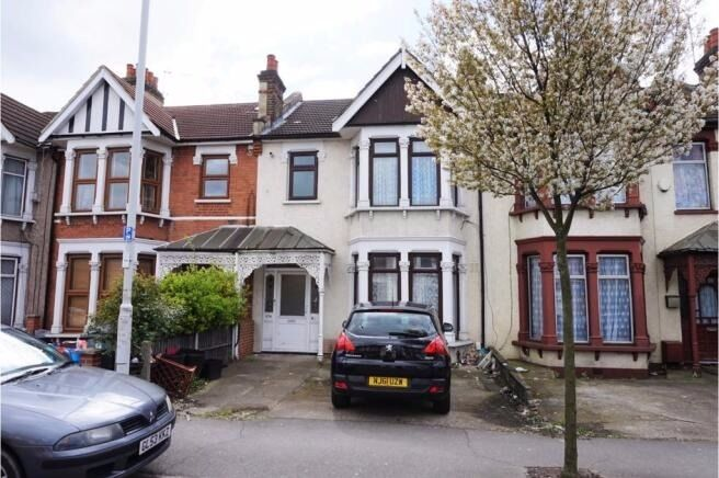 ***TWO BEDROOM FIRST FLOOR FLAT IN HOUSE CONVERSION ON GREEN LANE IG3***