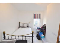 Spacious DOUBLE ROOM AVAILABLE FOR RENT IN CANNING TOWN****NO DEPOSIT TO PAY****