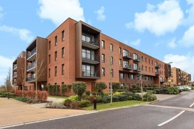 BRAND NEW VACANT UNLIVED IN DESIGNER FURNISHED 1 BEDROOM APARTMENT IN KIDBROOKE SE9, GYM, CONCIERGE