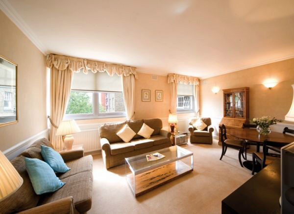 *SHORT LET Elegant 3 Bedroom in Kensington - Fully Furnished, All bills, Wifi, Maid service incl.