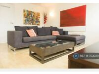 1 bedroom flat in Spice Court, London, E1W (1 bed) (#703039)